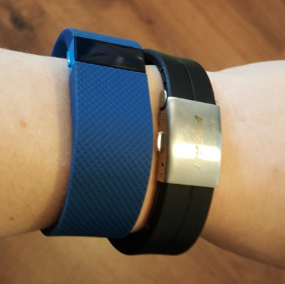 Wearing two bands on one wrist but getting different numbers of steps!